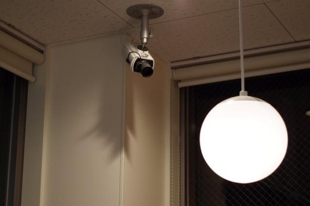 自宅の監視カメラに関するメリットとデメリットとは?