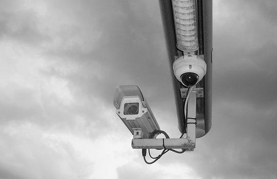 設置は簡単?ワイヤレス対応防犯カメラの特徴と設置時のポイント