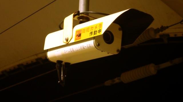 防犯カメラのステッカーを貼るメリットとは?効果的な貼り方講座