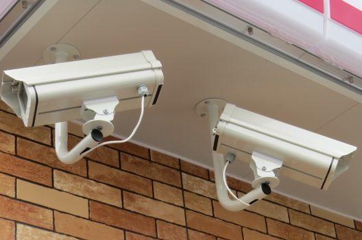 スーパーで防犯カメラを活用!効果てきめんの設置法とおすすめの種類
