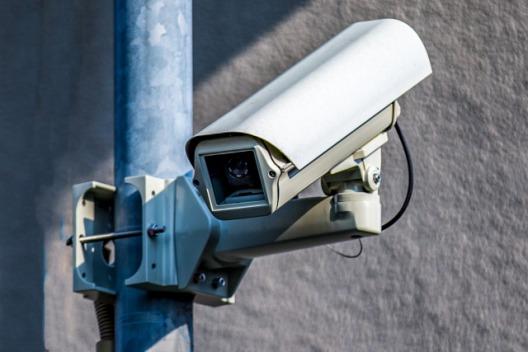 監視カメラはハッキングされる!?原因や未然に防ぐ方法など徹底解説